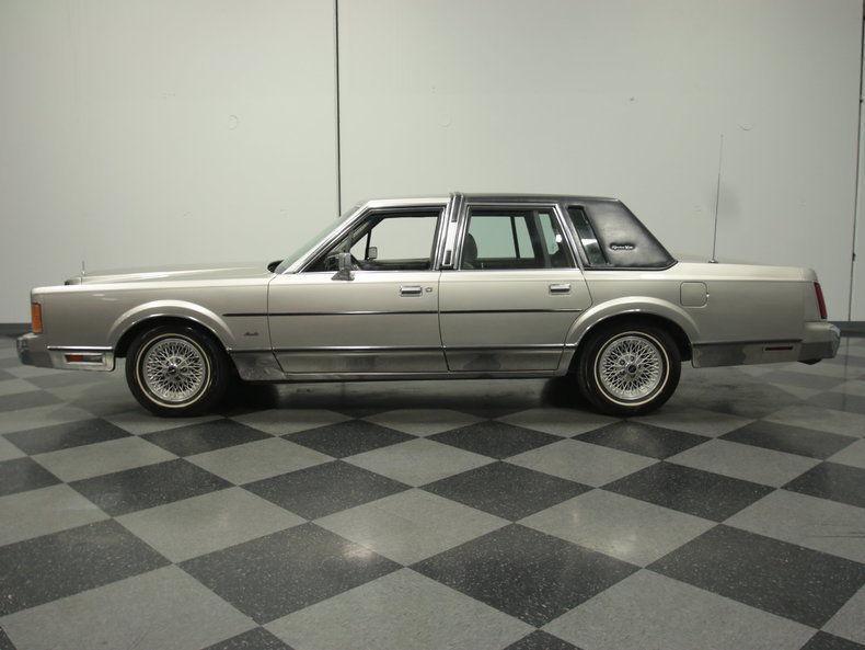 1989 Lincoln Town Car Signature Sedan 4 Door