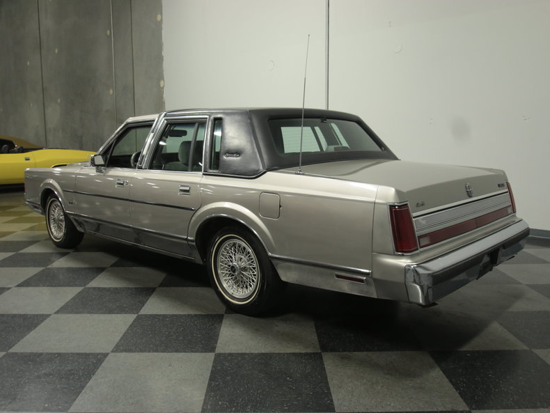 1989 Lincoln Town Car Signature Sedan 4 Door For Sale