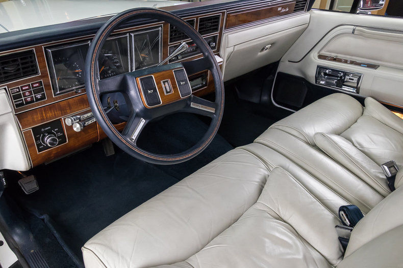 Beautiful 1989 Lincoln Town Car Signature